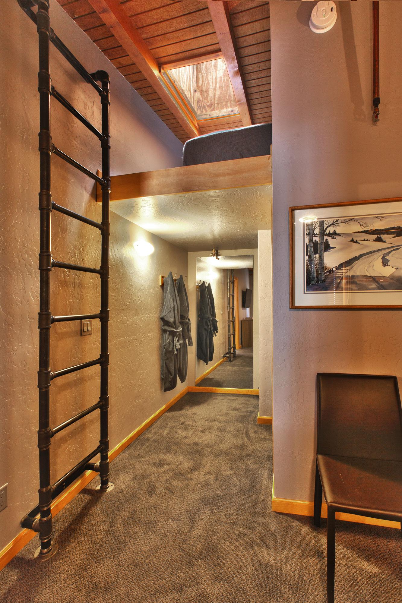 Unit 2 2 bedroom 2 bath heretic condos for 2 bedroom lofts
